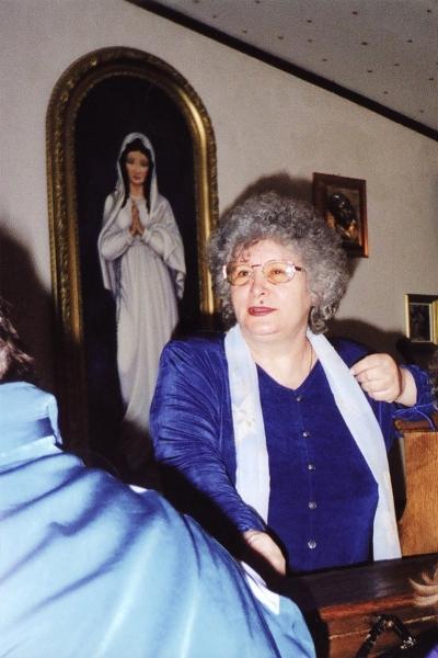 2. Desanca Nicolai – discutand cu bolnavii in Sala Templului